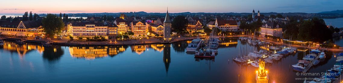 Blick auf den Lindauer Hafen am Abend
