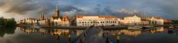 Über die Brücke zur Musikhochschule und St. Petri